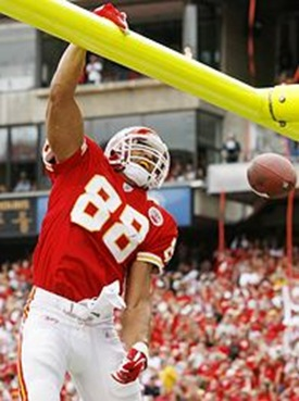 tony-gonzalez-dunk