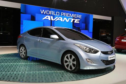2011-Hyundai-Elantra-12.JPG