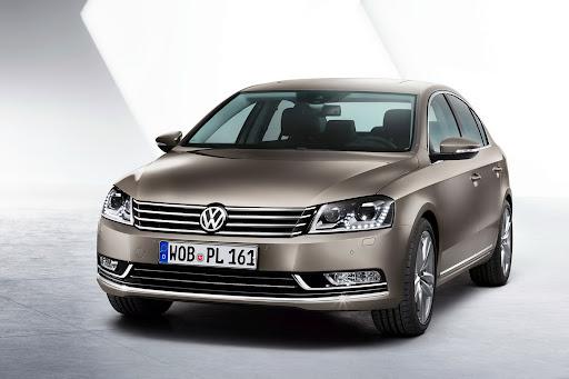 2011-Volkswagen-Passat-B7-01.jpg