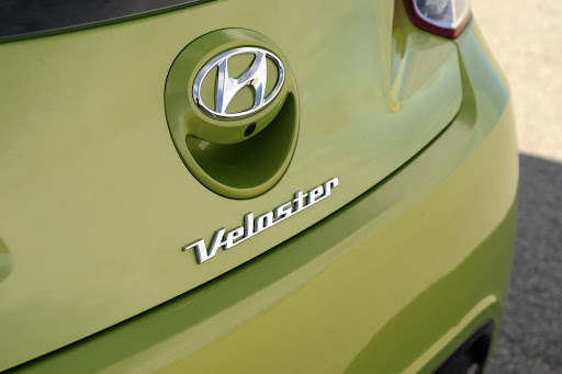 2012-Hyundai-Veloster-01.jpg
