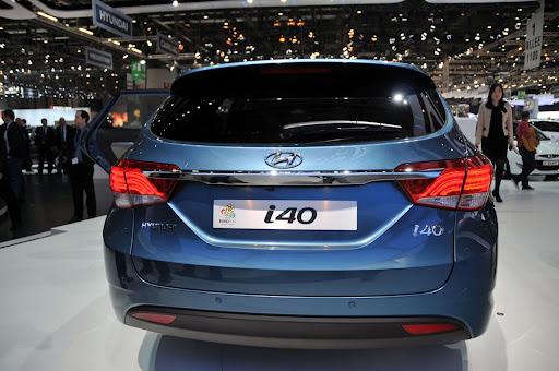 2011-Hyundai-i40-13.jpg