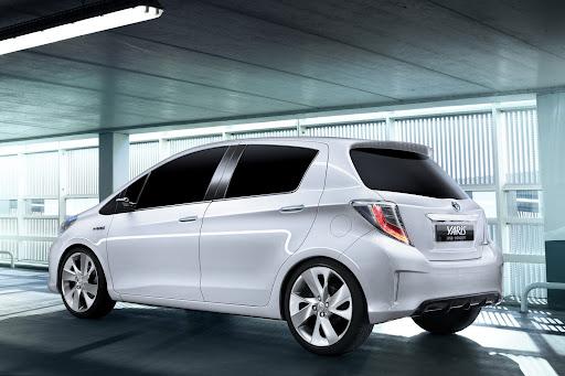 2012-Toyota-Yaris -HSD-07.jpg