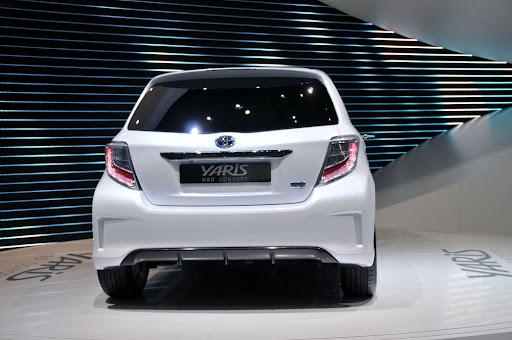 2012-Toyota-Yaris -HSD-06.jpg