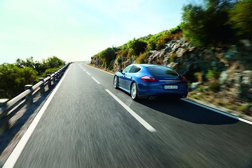 2011-Porsche-Panamera-S-Hybrid-04.jpg