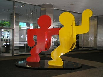 800px-Keith_Haring_Sculpture_Lever_House