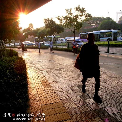 行走夕阳下2.jpg