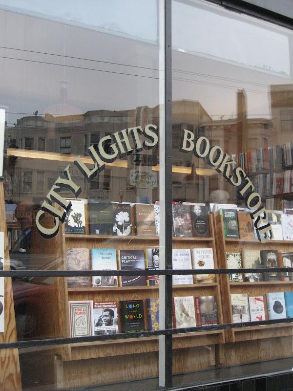 舊金山-右手寫詩左手反戰的老書店
