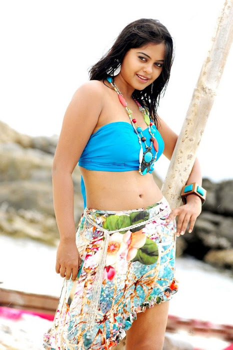 girl bindhu madhavi hot images