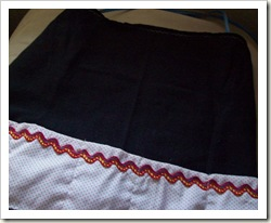 Cute craft apron with plenty of pockets.