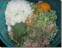 Chiftele - adaugam condimentele