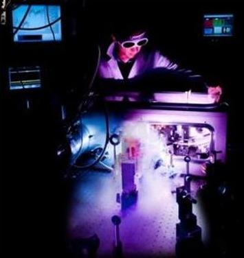 equipamento utilizado para identificar a massa negativa do elétron