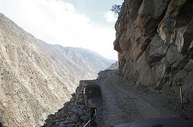 Dangerous road in Pakistan - copyright Darkroastedblend.com