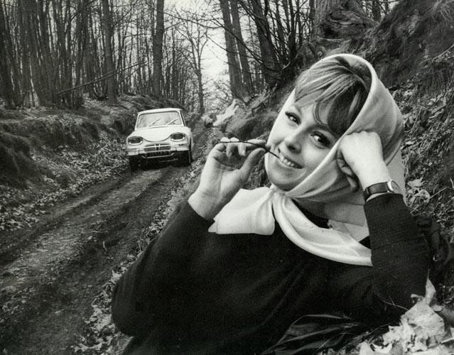 c14 Girls & Cars in European Vintage Ads