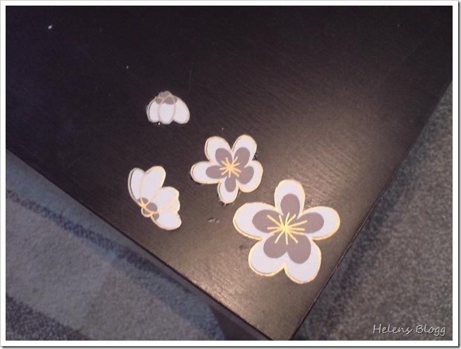 Lack bord med blommor