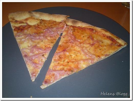 Pizza Vesuvio, tomat sås, ost och skinka