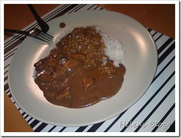 Tärnad kycklingfilé med ris och brun sås