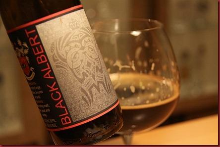Black_Albert_2010_label-glass