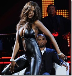 Etoo al Chiambretti Night assiste al sexy spogliarello della modella e showgirl venezuelana Ainett Stephens (Merone - Infophoto)12