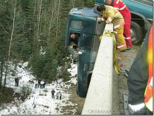 Foto_Momenti_tragici_oh_no_dispiaceri_non_vorrei_foto_foresta_acidente