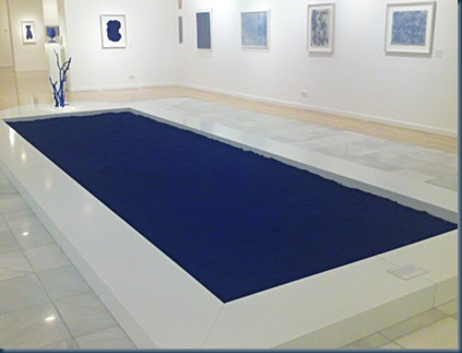Blog de la biblioteca de la eoiz 1 rinc n de los for A piscina yves klein