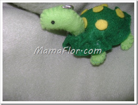 Como hacer un llavero tortuga con felpa