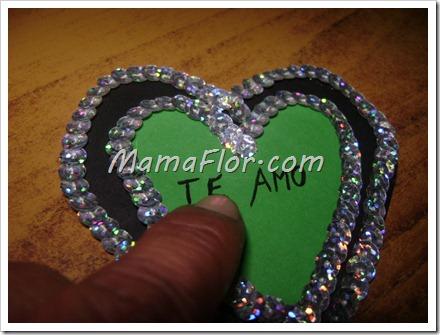 Corazón de cartulina y lentejuelas para agregar en Tarjetas de Amor