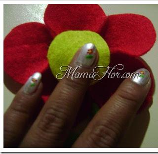 Manicure en forma de flor