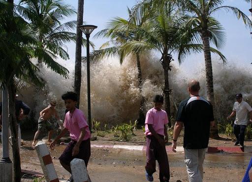http://lh3.ggpht.com/_iRCt-m6tg6Y/SfwpRdQhpRI/AAAAAAAAHhQ/acOKlBH3yL0/tsunami-aceh-sumatra-02.jpg