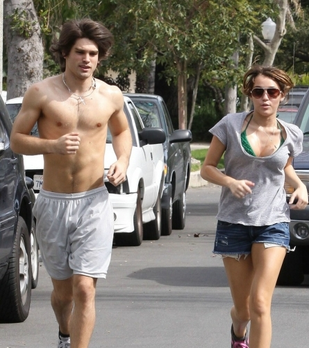 Miley Cyrus jogging, Miley Cyrus Bikini, Miley Cyrus Justin Gaston