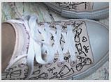 tênis pintado com canetinha