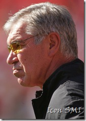 02 NOV 2008: Coach Gunther Cunningham of the Chiefs before the game between the Tampa Bay Buccaneers and the Kansas City Chiefs at Arrowhead Stadium in Kansas City, Missouri.&#10;&#10;