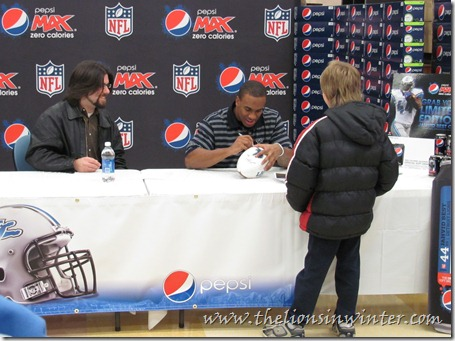Jahvid Best is interviewed by Ty from The Lions in Winter, while signing autographs for fans at his Pepsi Max event.  Photo by Matt.