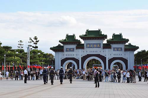 how to go to martyrs shrine taipei