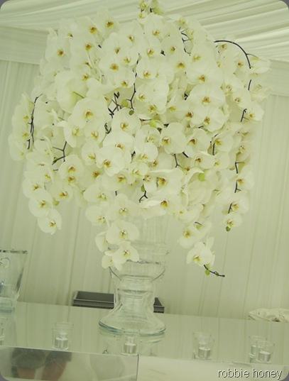 wed_white_arrangement_lrobbie honey