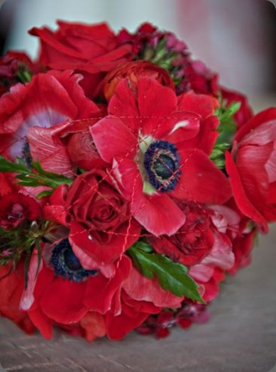 red-bridal-bouquet-with-red-wiredetail-1-Françoise-Weeks