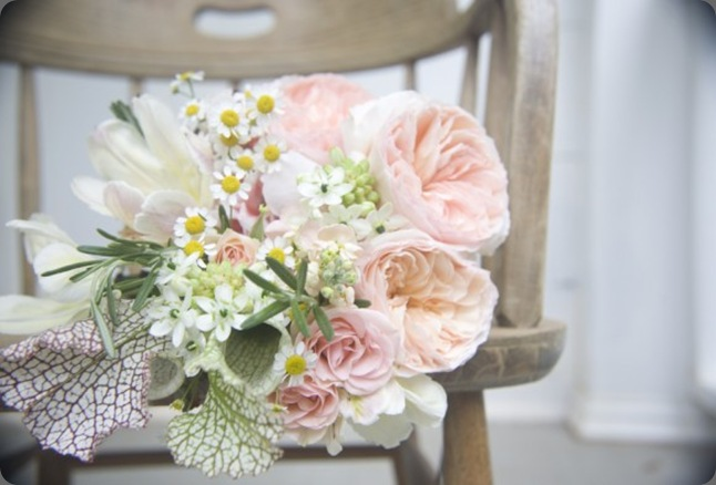 pink-peach-white-wedding-bouquet-joy-thigpen-580x386 the sweetest occasion