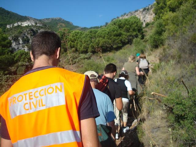 Voluntario de Protección Civil Benalmádena durante la ruta.
