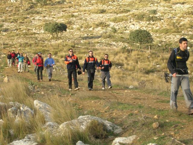 Voluntarios de Protección Civil Realizaron el recorrido a pie con el resto de participantes.