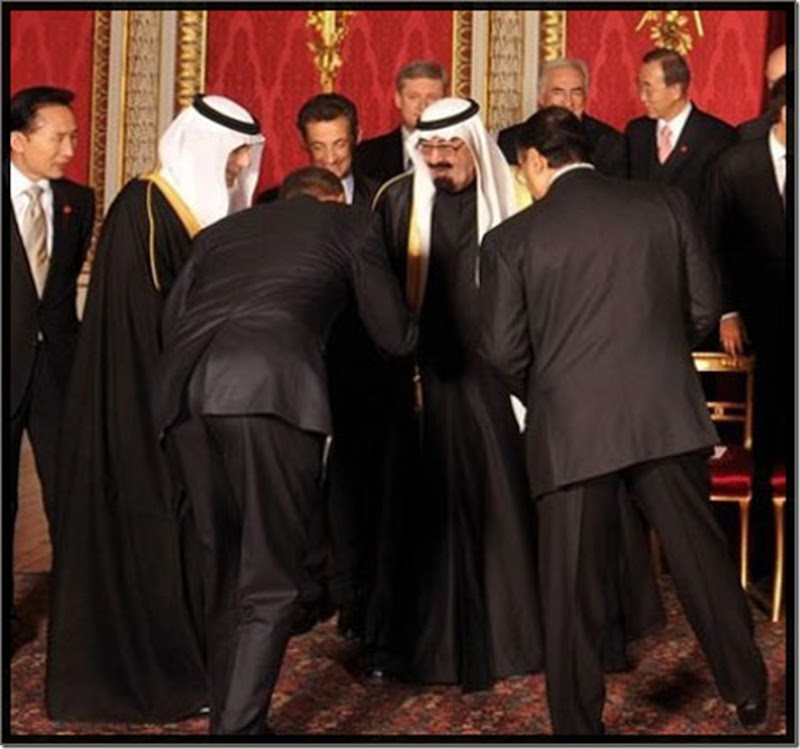 obama-bowing-down