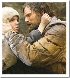 a estrada cena 338 pai e filho abraço