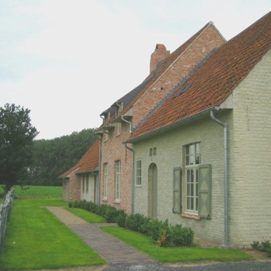 Belgian pearls belgian architecture and interior design for Farmhouse interior design characteristics