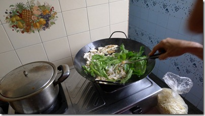 the side ingredients: green vegie, bean curd, fish cake