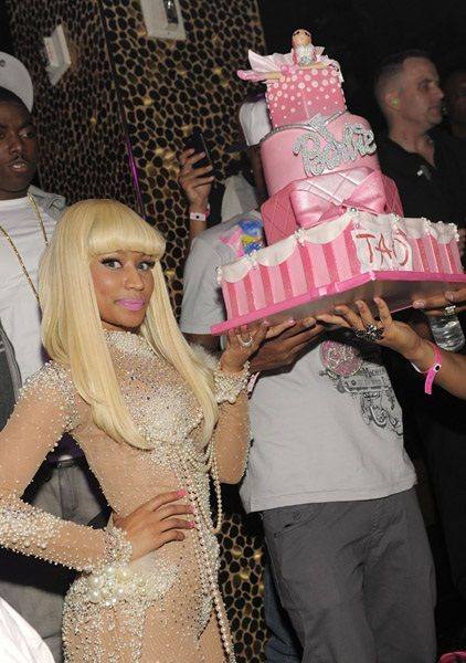 Nicki Minaj mostra o bolo de aniversário