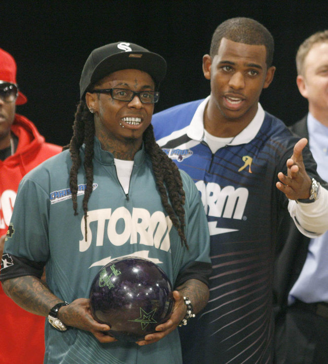 Fotos: Lil Wayne joga boliche depois de sair da cadeia
