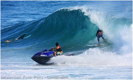 jetski + surf, uma mistura arriscada em dias de crowd. Foto: Potz - Coastalwatch