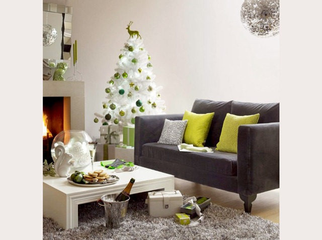 White-Christmas-tree-heals_1128a_aol-lifestyle-uk_121110