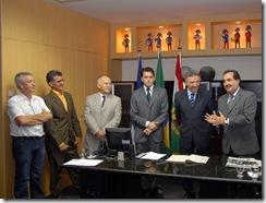 FOTO- ROBERTO FRANCA - ASSESSORIA - PREFEITO JOSÉ QUEIROZ TRANSFERE GARGO TEMPORARIAMENTE AO VICE JORGE GOMES 1