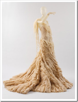 Kate middleton wedding dress alexander mcqueen