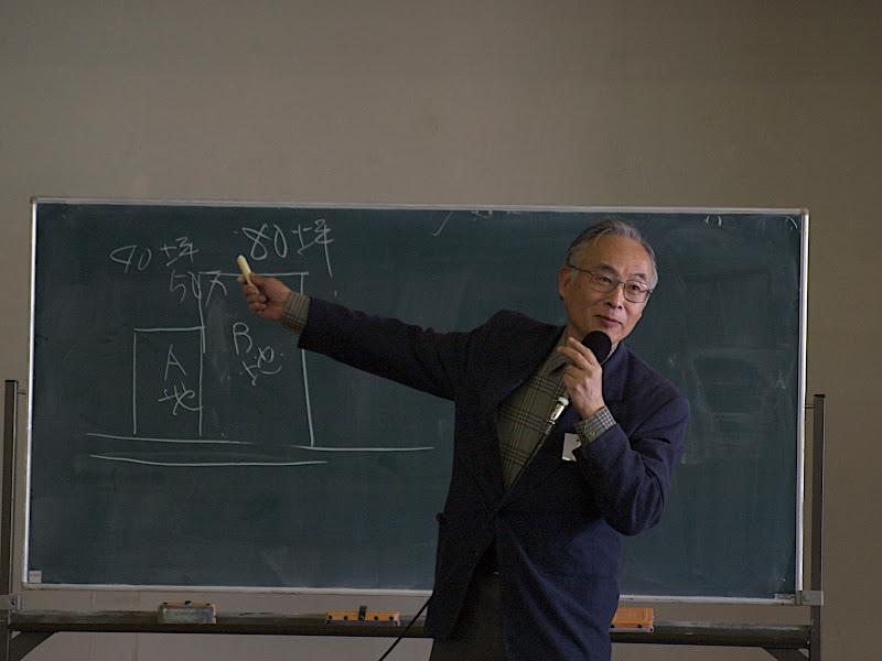 黒板を使って熱弁の森田氏