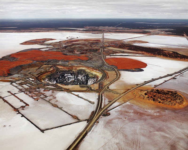 Edward Burtynsky - Manufactured Landscapes